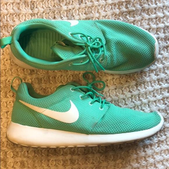 Nike Other - Nike Roshe Run Mens 10 light green